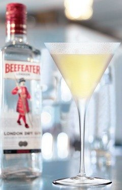 beefeater gin bottle and white lady cocktail in glass
