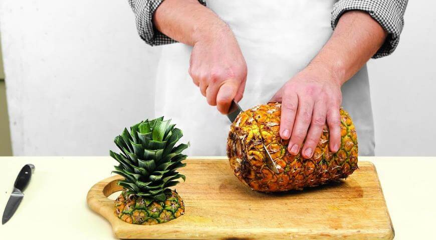 how-to-cut-a-pineapple-step-1
