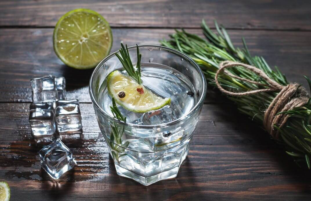 ultimate-gin-tonic-with-rosemary