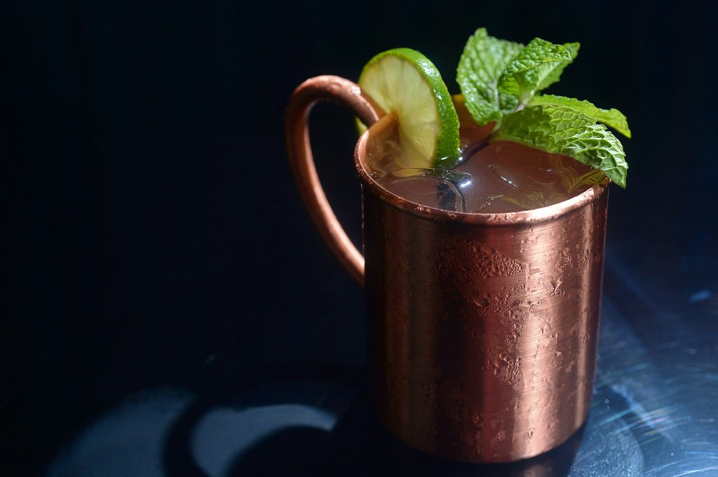 whiskey-mule-cocktail-in-copper-mug