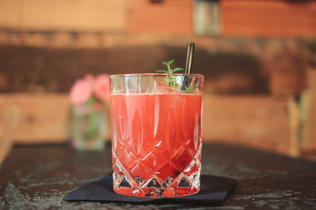 whiskey-mule-cocktail-with-raspberry